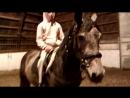 Учимся ездить верхом на маминой лошади )