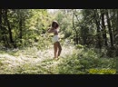 Волнующая проститутка показывает себя перед камерой