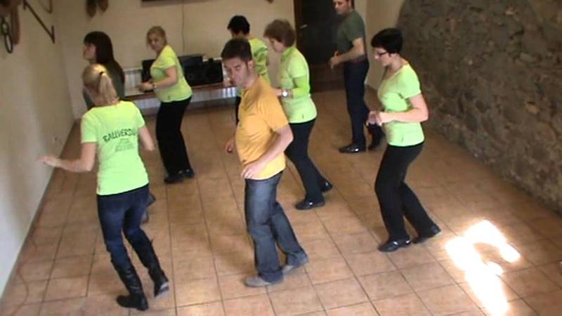 Line dance CUMBIA LA COBRA baile en grupo salon country