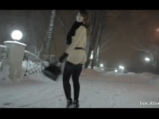 Jeny smith 2 голенькая ходит зимой на улице! (голая, под юбкой, без трусов, трусиков, на улице, на публике)