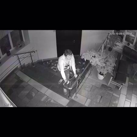 В группе Новости Рязани ВКонтакте опубликовано видео с молодым человеком предположительно находящемся в состоянии наркотическ