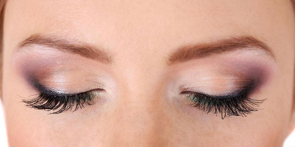Есть несколько видов косметики, используемой для улучшения зрения.