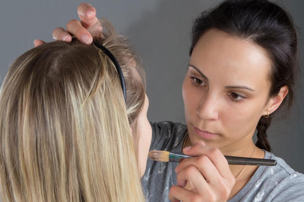 Профессиональная косметика лучше всего наносится при использовании подходящих инструментов, таких как кисти.