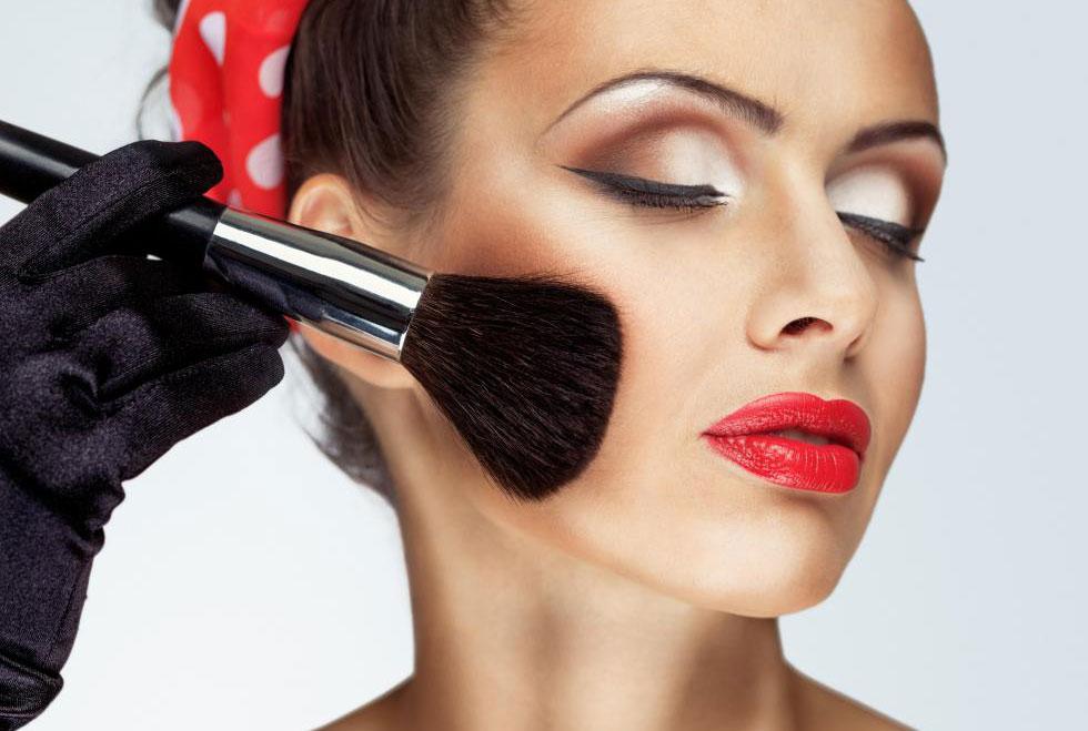 Визажист хорошо разбирается в различных косметических продуктах, тенденциях и методах