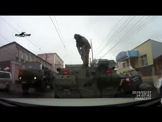 Столкновения БТР с легковушкой в Курске