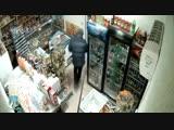 Продавщица прогнала грабителя шваброй
