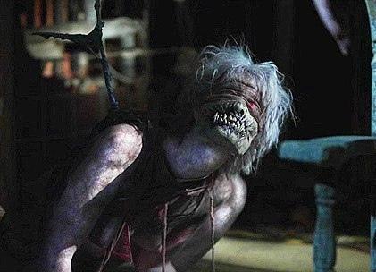 Фильм На том свете: Между жизнью и смертью (2014) Группа незнакомых людей просыпаются в ловушке, внутри старой заброшенной психиатрической больнице. Они сталкиваются со сверхъестественными
