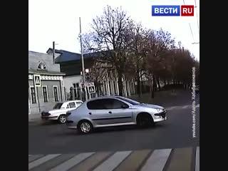 Нарушение ПДД привело к аварии с переворотом в Казани.