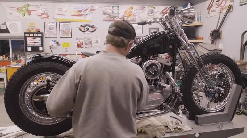 Classic Harley-Davidson motorcycle completely rebuilt in 4 minutes