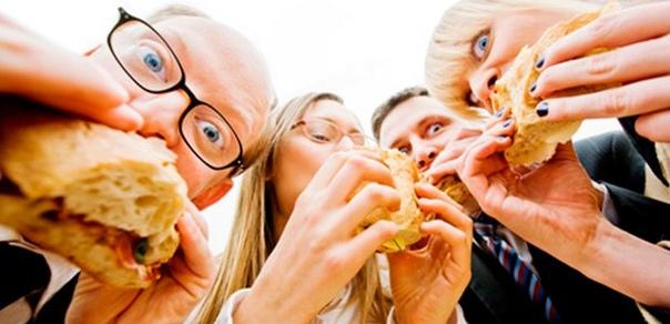 офисным работникам: 5 типичных ошибок в питании главная проблема, с которой сталкиваются офисные сотрудники сбой режима питания. ритм жизни в городе обусловлен недостатком времени на полноценный