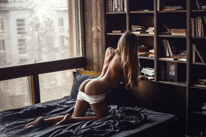 Lengthy nude video woman