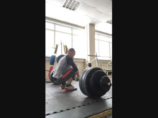 AXLE deadlift разнохват 140 кг ( pr).