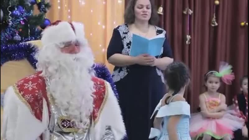 Дед Мороз в дет саду 4 гр