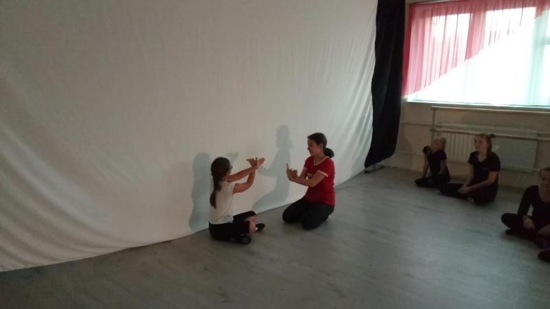 Ангелина и Милалика. Этюд Обида. Детский Театр Танца и Светотени Плазма.mp4