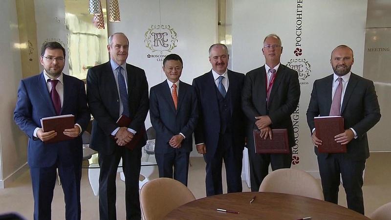 Многомиллиардные контракты подписаны воВладивостоке впервыйже день Восточного экономического форума.