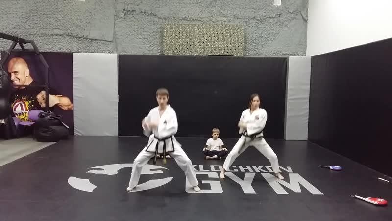 Показательное выступление Школы боевых искусств Анатолия Чиканчи в фитнес-клубе Klochkov Gym