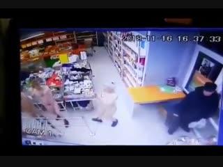 Ямальская молодежь пришла в магазин голышом по морозу -20