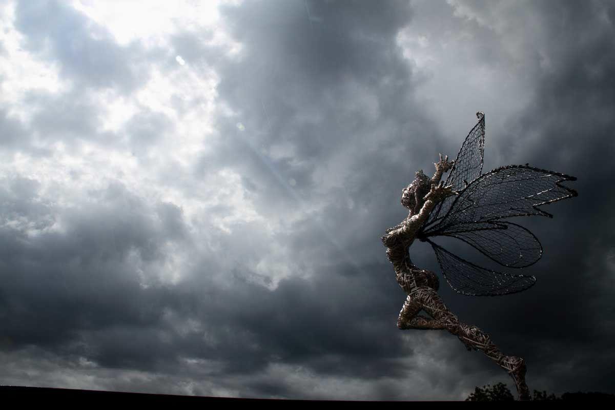 Сказочные скульптуры из проволоки от Робина Уайта