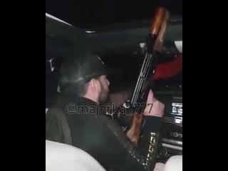 Водитель стреляет в воздух