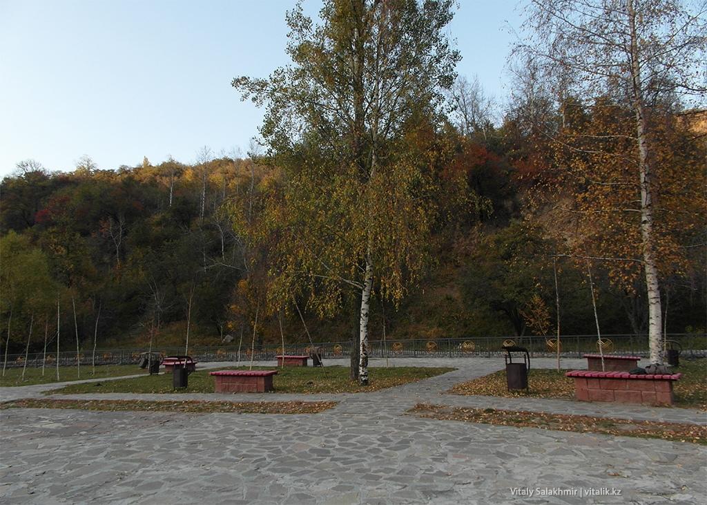 Площадка около шлагбаума, Бутаковка