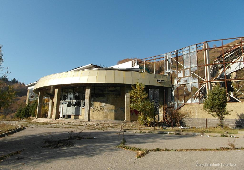 Разбитый спортивный комплекс, Бутаковка