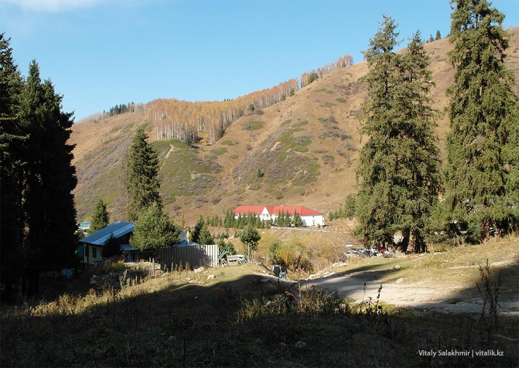 Строения в Бутаковском ущелье