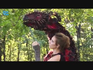 Девушка создает ручных драконов