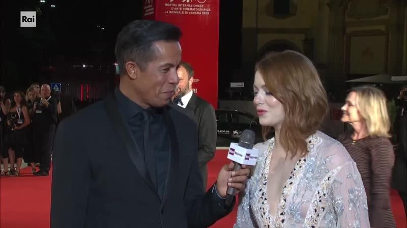 Venezia 75 Il Red Carpet di Emma Stone Olivia Colman e il regista Yorgos Lanthimos