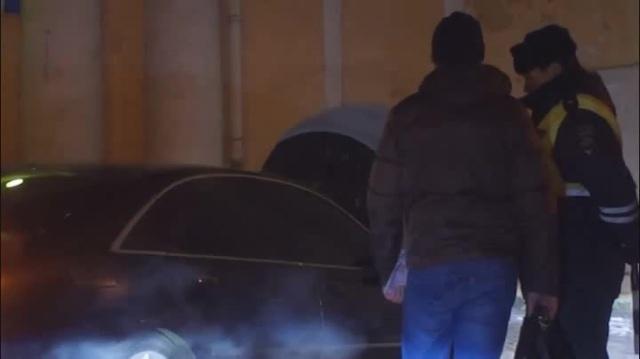 Гаишник грузит водителя