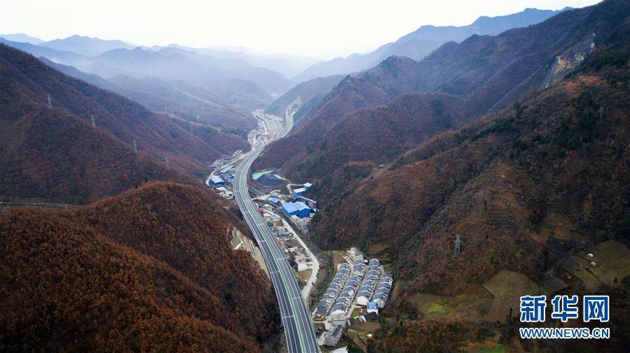 Китай отменяет сборы на дорогах.