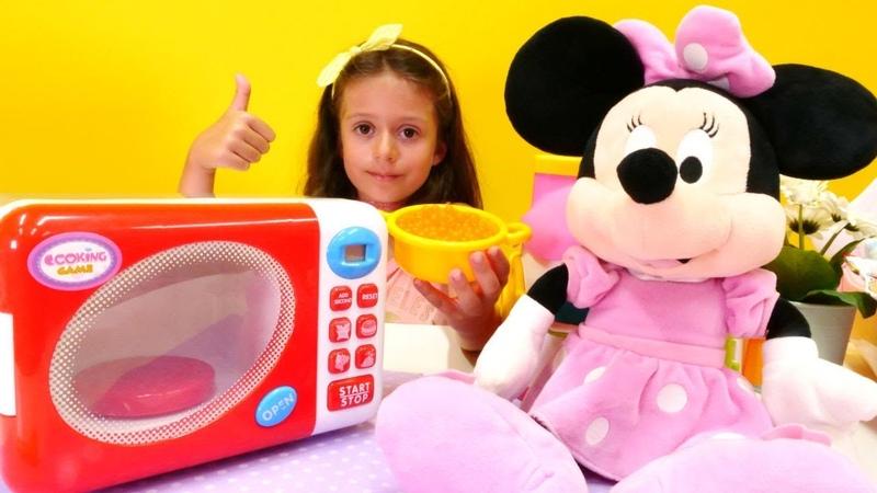 Minnie Mouse için Mikrodalga fırın siparişi veriyoruz