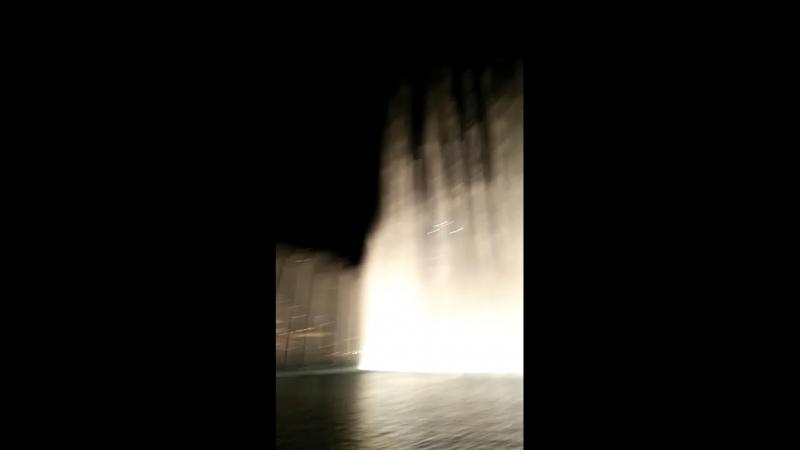 Поющий фонтан в Дубае
