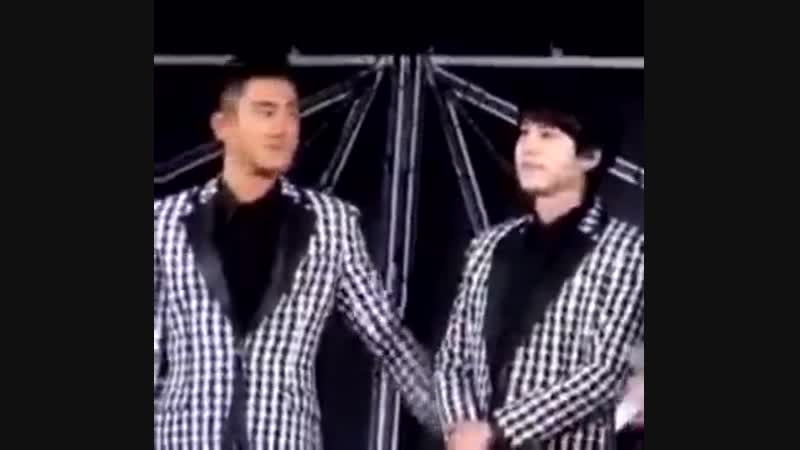 Siwon checking to see if Kyu's back is ok