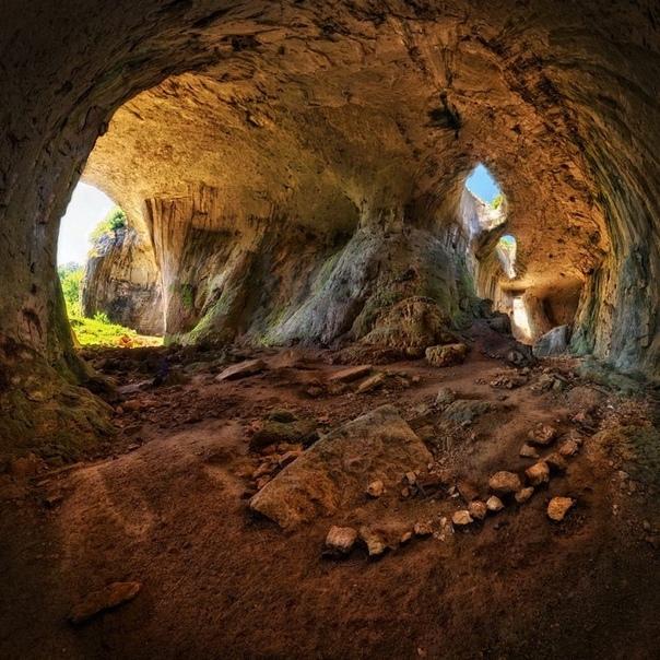 """Пещера Проходна. """"Глаза Бога"""" в Болгарии"""