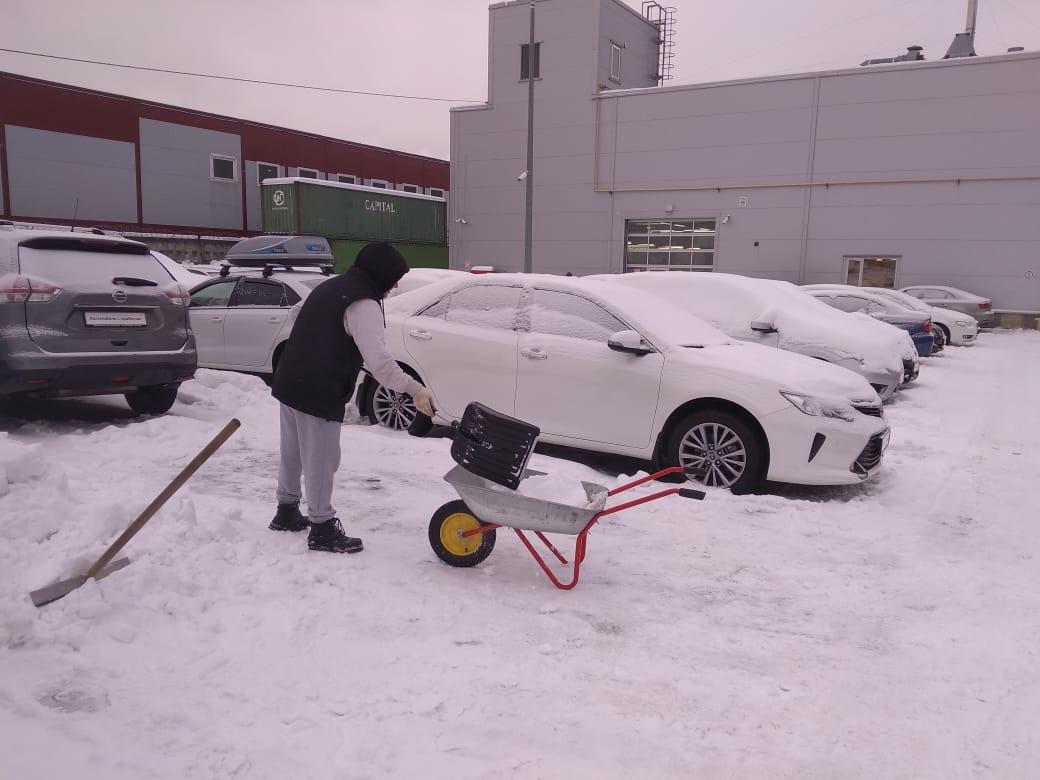 Работаем на очистке снега у салонов. Cs8ltcBCZBA