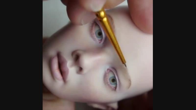 Процесс росписи фарфоровой куколки