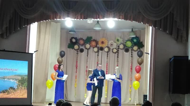 Поздравления и вручение грамот от директора Малореченской школы Караметова Эскендера Шевкетовича