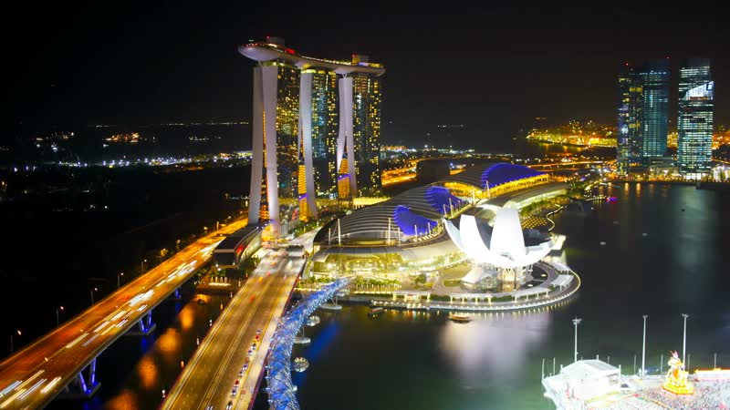 Ночной вид освещаемого Helix Bridge и Marina Bay Sands / Night view of the illuminated Helix Bridge and Marina Bay Sands