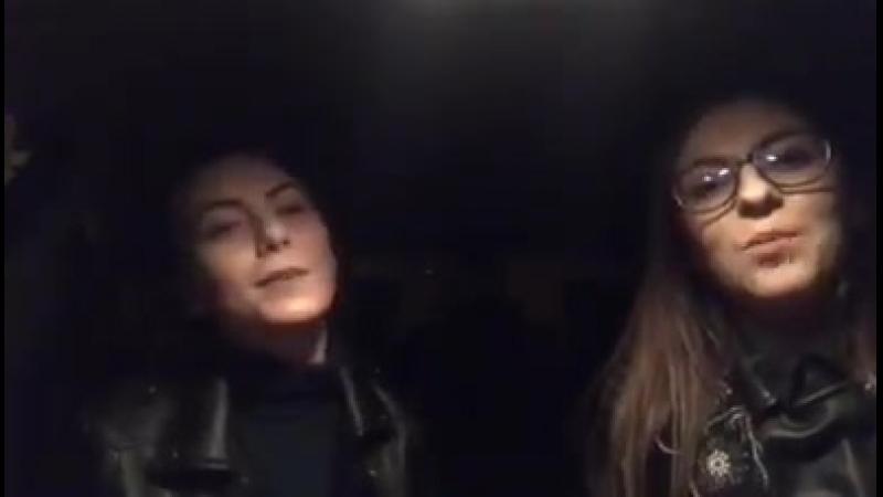 Simona Mazăre, alături de colega mea de cântec din Tulcea, Laura Mocăniţă.