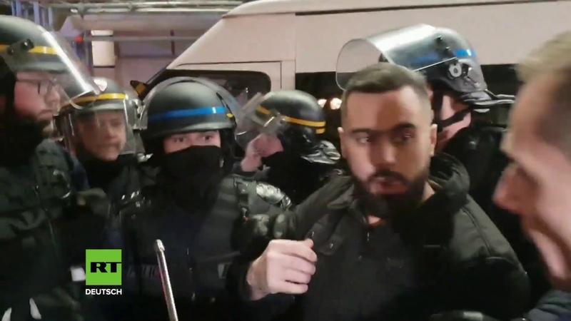Paris Protestler rufen im Chor Diktatur Polizei nimmt Gelbwesten Sprecher Eric Drouet fest