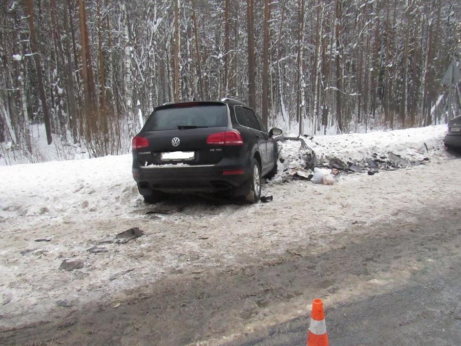 В Марий Эл на Казанском тракте лоб в лоб столкнулись две иномарки.