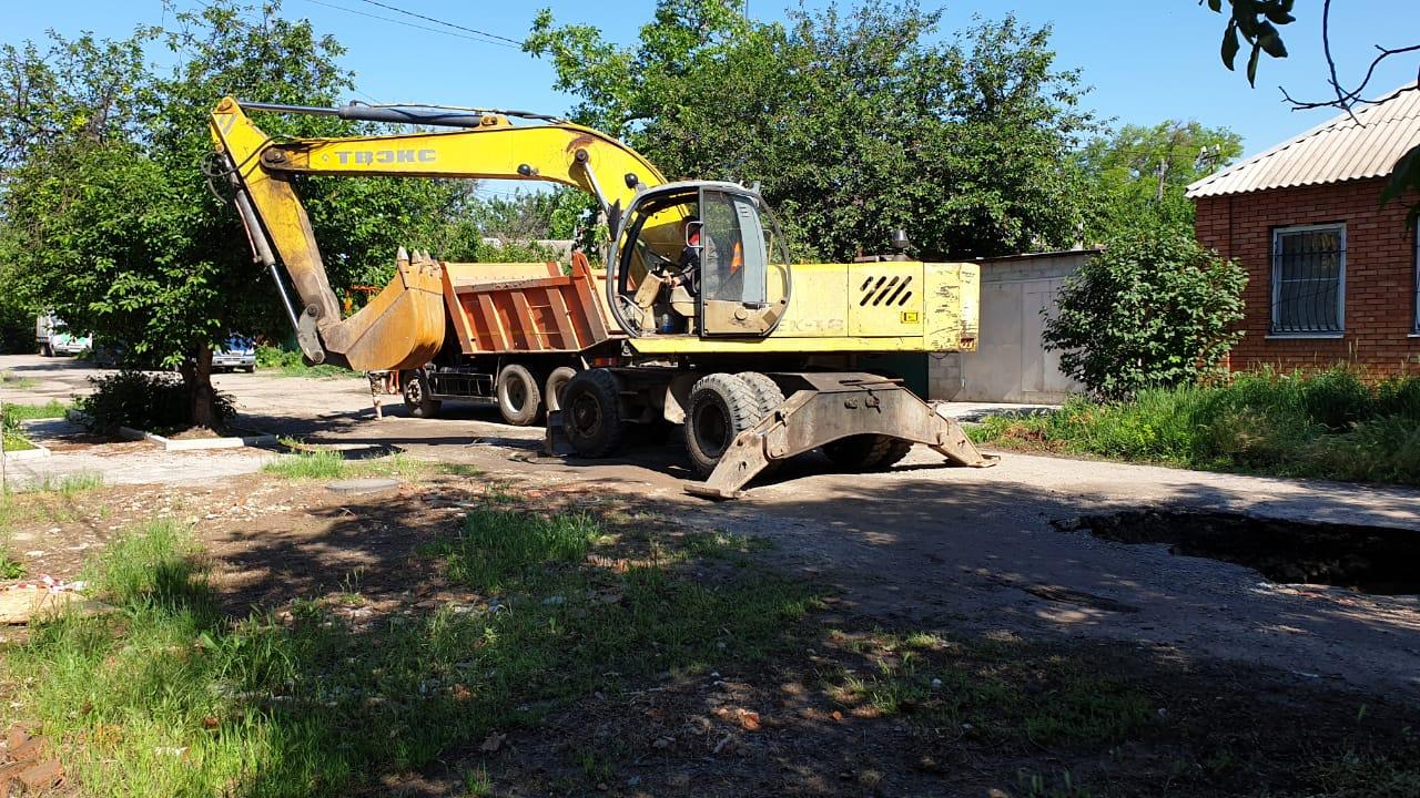 В Таганроге на улице Штыба произошёл очередной провал коллектора