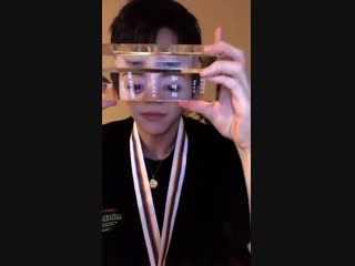 [INSTALIVE] 29.12.18 Yoseob shows off the Radio DJ Rockie Award and the medal