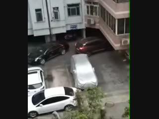 Как выехать с парковки если машину заблокировали