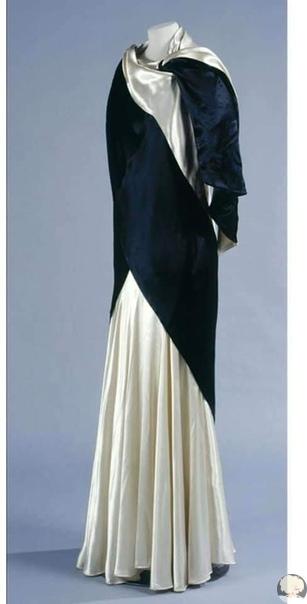Был сто лет назад во Франции модный дом под названием «Сестры Калло».. Четыре сестрички-француженки, (мама была кружевницей, отец художником), открыли в конце 19 века магазинчик, где продавали