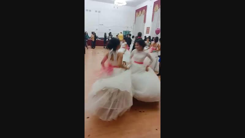 танцы с пупсиком🖤