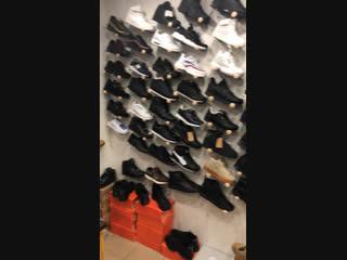 Всех с наступающим Новым годом Новогодняя мега распродажа кроссовок ост Театр кукол seven shop