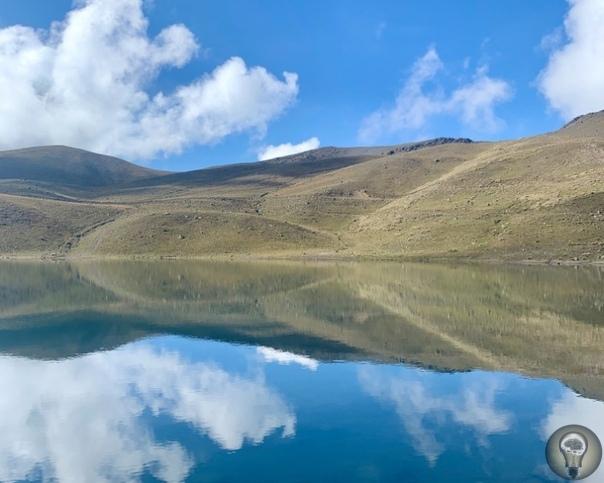ОЗЕРА В КРАТЕРЕ ВУЛКАНА НЕВАДО-ДЕ-ТОЛУКА. МЕКСИКА. Невадо-де-Толука (исп. Nevado de Toluca), 4-й по высоте вулкан Мексики (4680 м). Расположен он примерно в 80 км к западу от Мехико, на