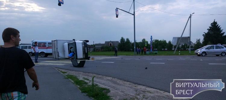 В Иваново серьёзное ДТП: перевернулся грузовичок Газель, сообщают о пострадавших