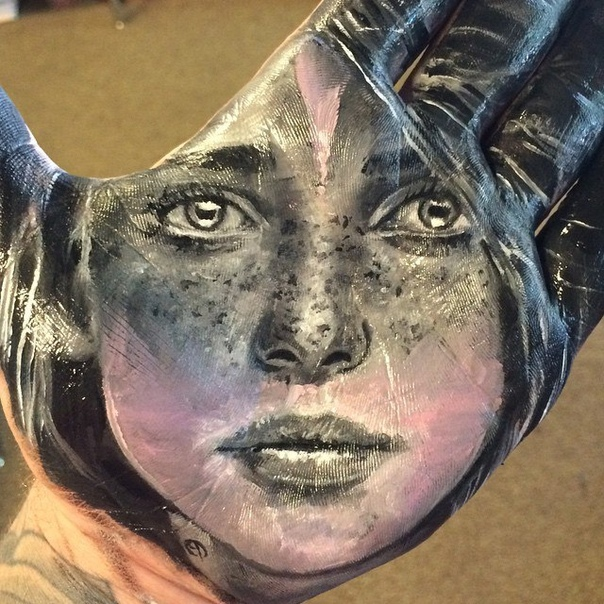 Невероятно реалистичные портреты на руке и их отпечатки на бумаге